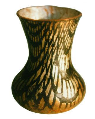 Hand-raised-bowl-7w
