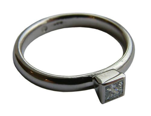 Platinum-engagement-ring-3